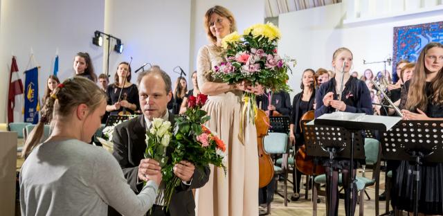 """Par godu Latvijas valsts simtgadei Jūrmalas Mūzikas vidusskolā izskan jaunradīta muzikāla kompozīcija """"Baltais ceļš"""""""