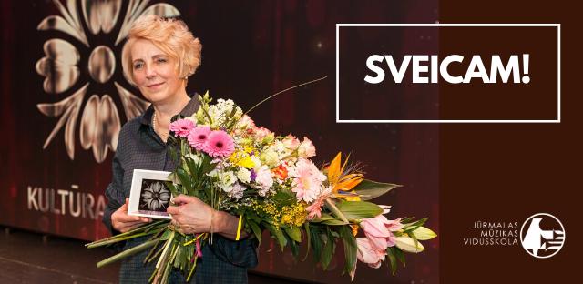 Jūrmalas mūzikas vidusskolas direktore Gunta Liepiņa saņem gada balvu kultūrā
