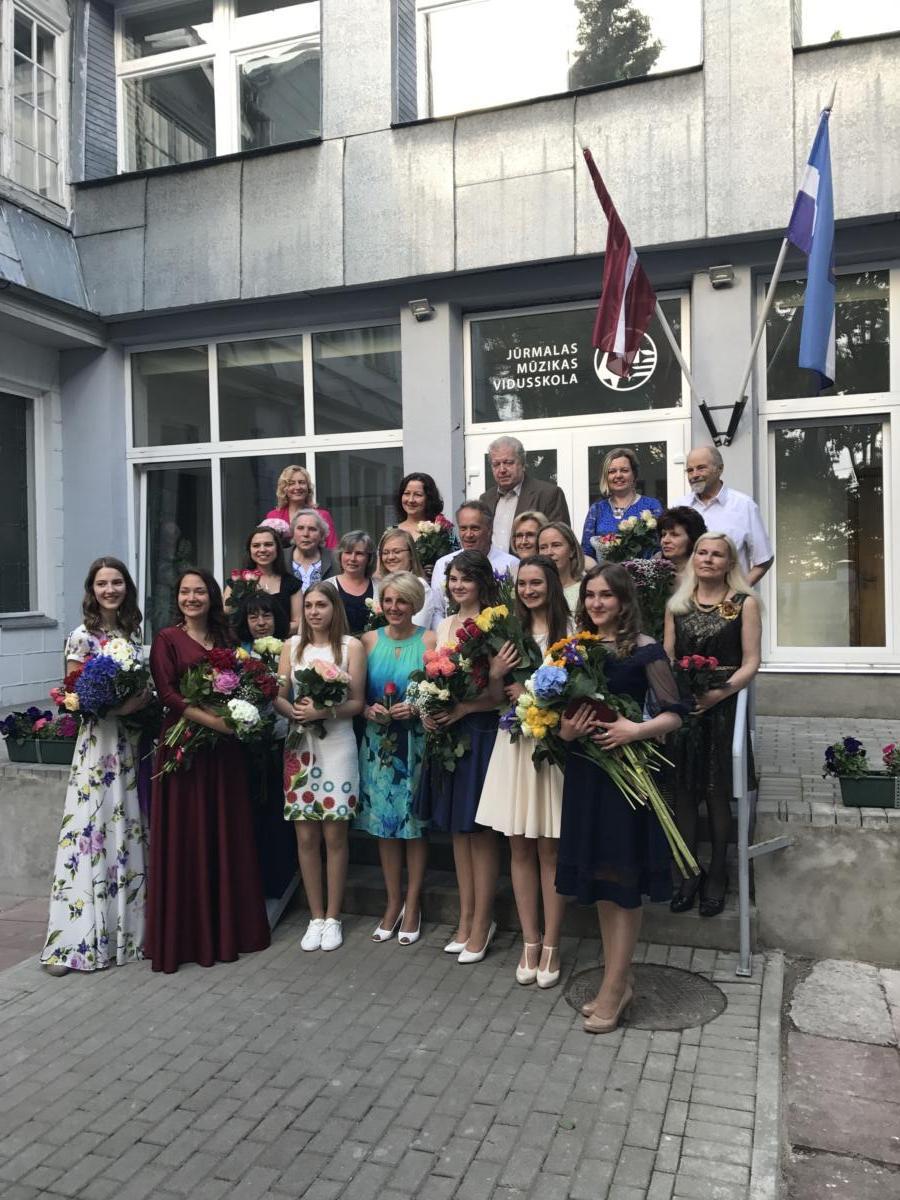 Muzikālā gara bagātību iegūst Jūrmalas Mūzikas vidusskolā. Izlaidums 19-06-2017
