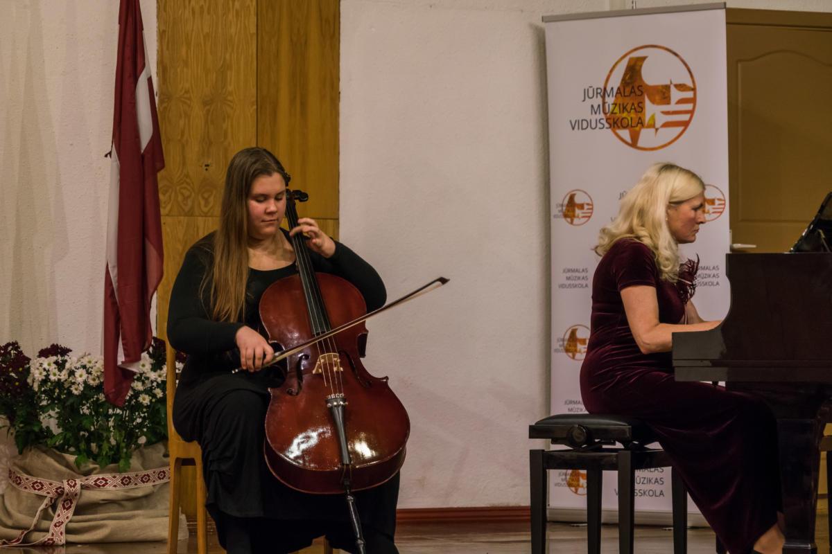 Muzikas-skolas-koncerts-Sai-zeme-man-visa-pasaule-38